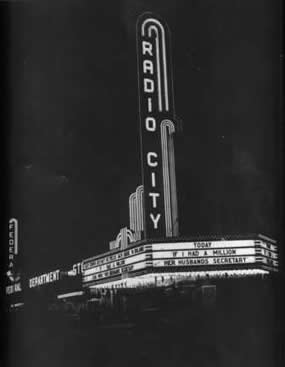Radio City Night Exterior Photo